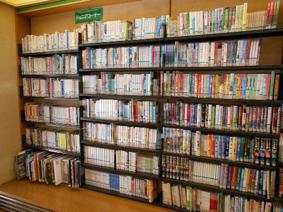 中央図書館 児童室『ジュニアコーナー』の写真