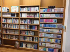 平川図書館『青少年コーナー』の写真